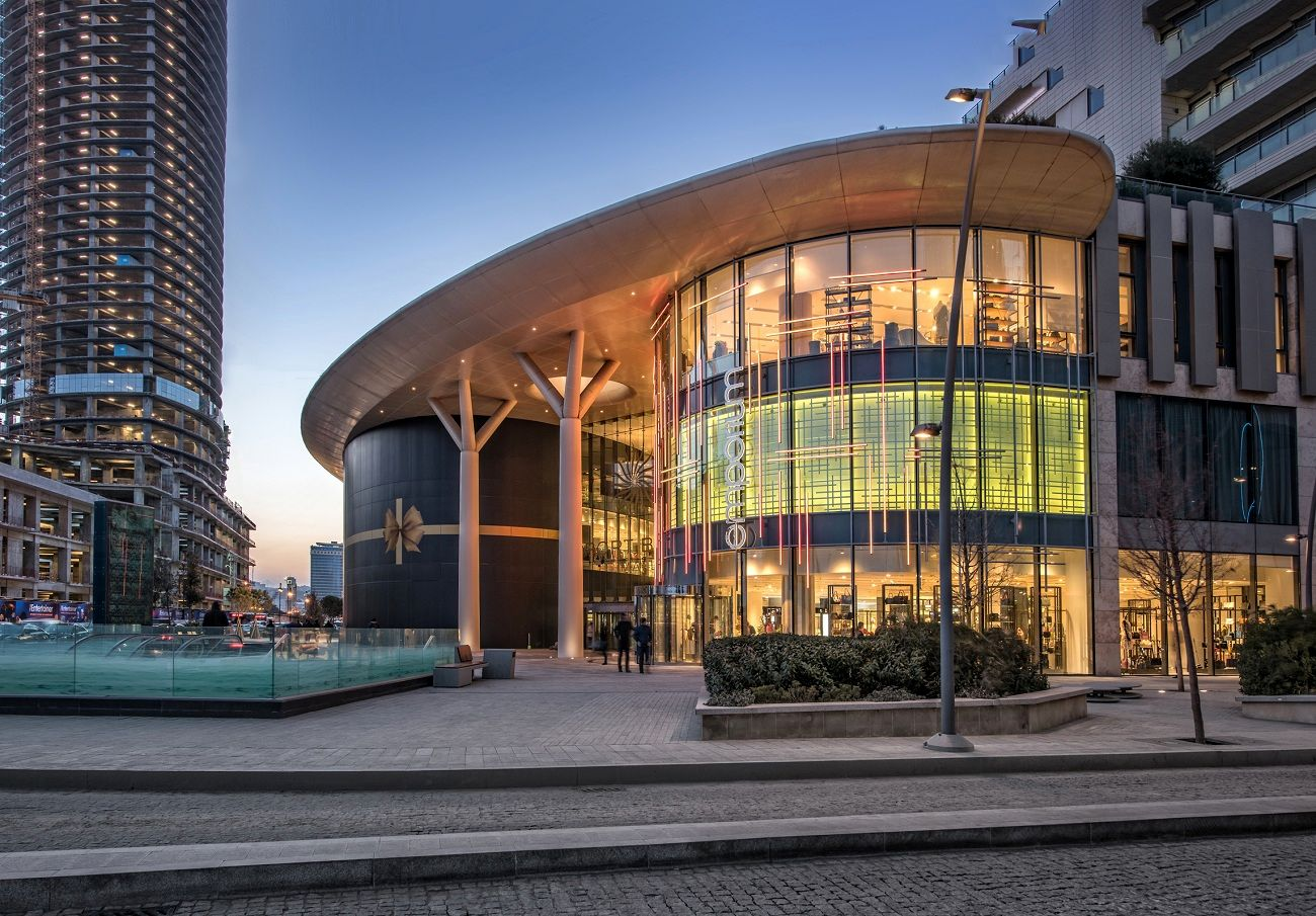 Emporium facade Baku Azerbaijan Ishiyama Scaffai compressed - Garde pour Emporium