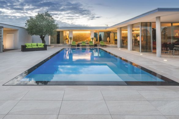 piscine miroir carre bleu 585x390 - Piscine miroir, une rénovation signée Carré Bleu