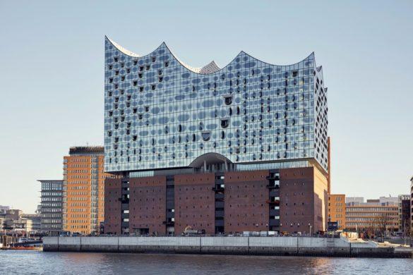elbphilharmonie herzog de meuron hambourg 2 585x390 - La philharmonie d'Hambourg enfin inaugurée