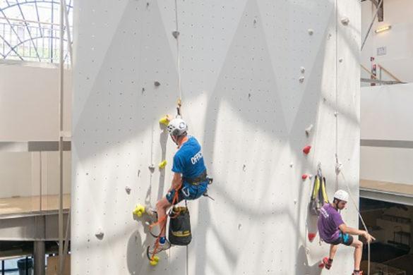 pavillon vertical arsenal mur escalade 585x390 - Pavillon vertical, un mur d'escalade à l'Arsenal