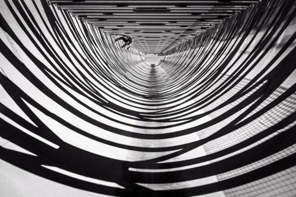 fred mortagne attraper au vol skateboard architecture 585x390 - Fred Mortagne : Attraper au vol