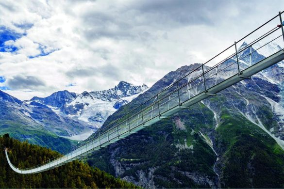 passerelle suspendue suisse randa 585x390 - Une passerelle suspendue de 494 mètres en Suisse