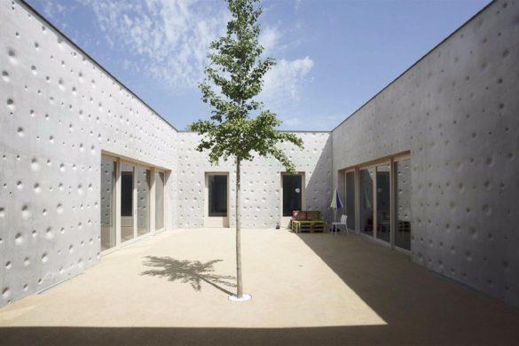 376 maison dacceuil specialise nancy atelier martel 08 585x390 - Béton empathique pour une maison d'accueil spécialisée