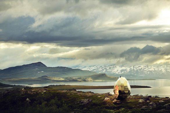 img64 585x390 - Le sauna doré des artistes Mats Bigert et Lars Bergström