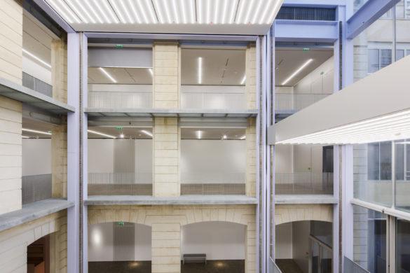 "05 Fondation Lafayette OMA DATA koolhaas 585x390 - La ""machine curatoriale"" des Galeries Lafayette"