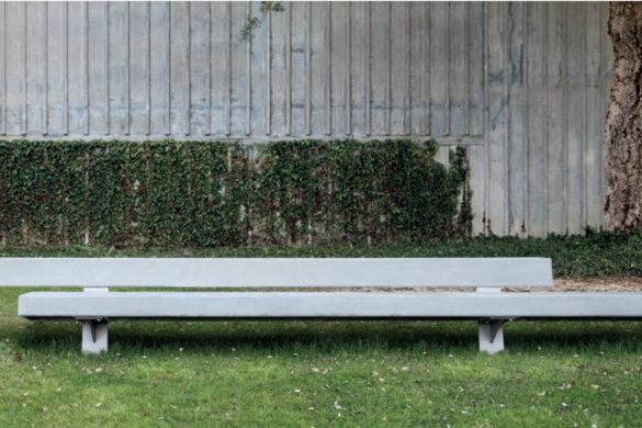 trapecio santa cole 585x390 - Mobilier urbain : le banc Trapecio de chez Santa & Cole
