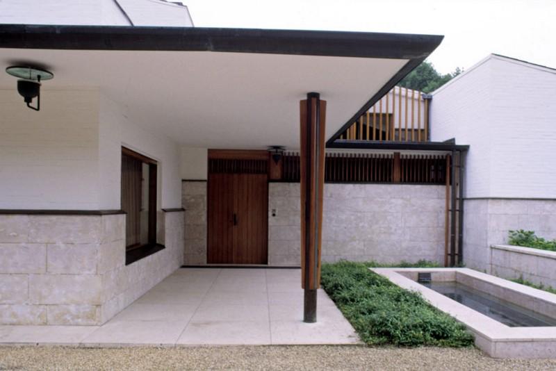 maison louis carre france entrance photo martti kapanen alvar aalto museum 988x659 - Le fonctionnalisme organique de l'architecte finlandais Alvar Aalto