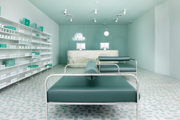 medly pharmacy medical application brooklyn new york dezeen hero 1704x959 585x390 - Design intérieur : Medly, une nouvelle pharmacie 2.0