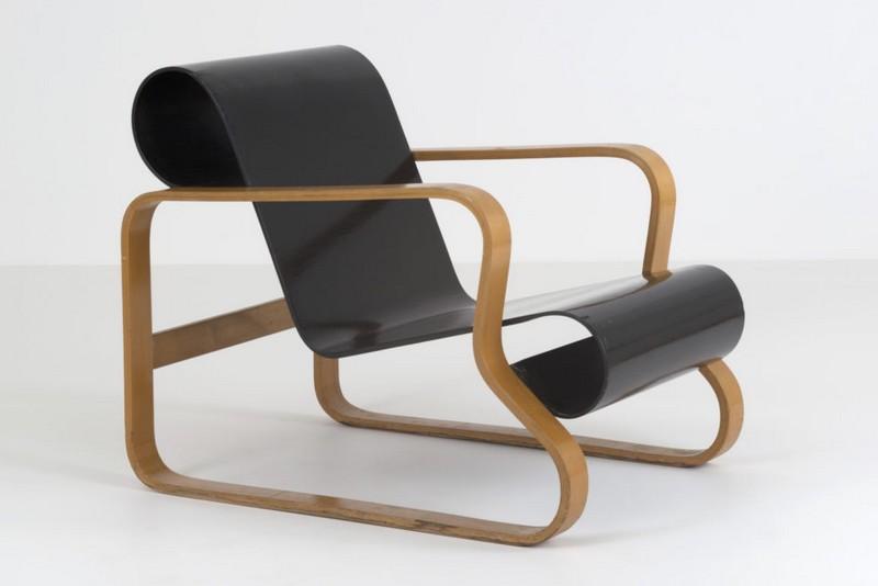 paimio chair black seat photo maija holma alvar aalto museum foundation 988x659 - Le fonctionnalisme organique de l'architecte finlandais Alvar Aalto