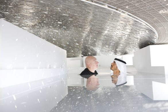jean nouvel and he sheikh sultan   under mock up dome 1 585x390 - Jean Nouvel : L'architecture, c'est dehors et dedans