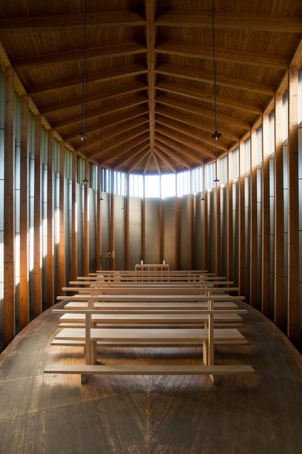 peter zumthor chapelle ste benedicte suisse interieur architecture grisson - Petez Zumthor : pour une architecture sensible !