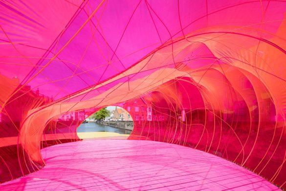 selgascano pavilion triennale brugge designboom 04 585x390 - Selgascano et son pavillon flottant pour la triennale de Bruges