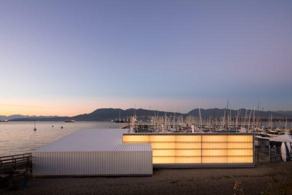 43648 preview low 2207 2 43648 sc v2com 585x390 - Le Dock Building de Michael Green Architecture : quand la plage est embrassée par la mer ...