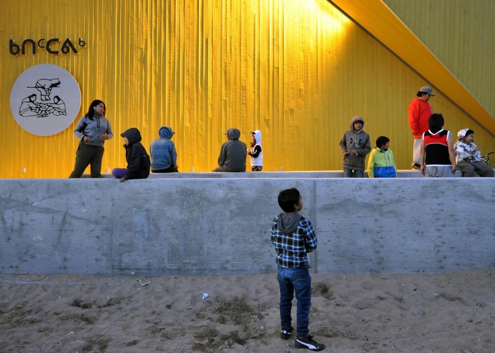 43826 preview low 3256 1 43826 sc v2com - La tradition inuite mise à l'honneur avec le nouveau centre culturel de Nunavik