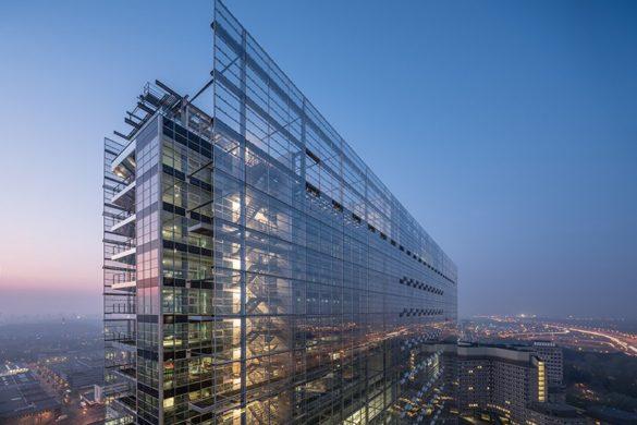 ateliers jean nouvel european patent office rijswijk netherlands designboom 02 585x390 - L'expérience de l'horizontalité vue par Jean Nouvel avec l'ouverture d'un nouveau bureau européen des brevets aux Pays-Bas