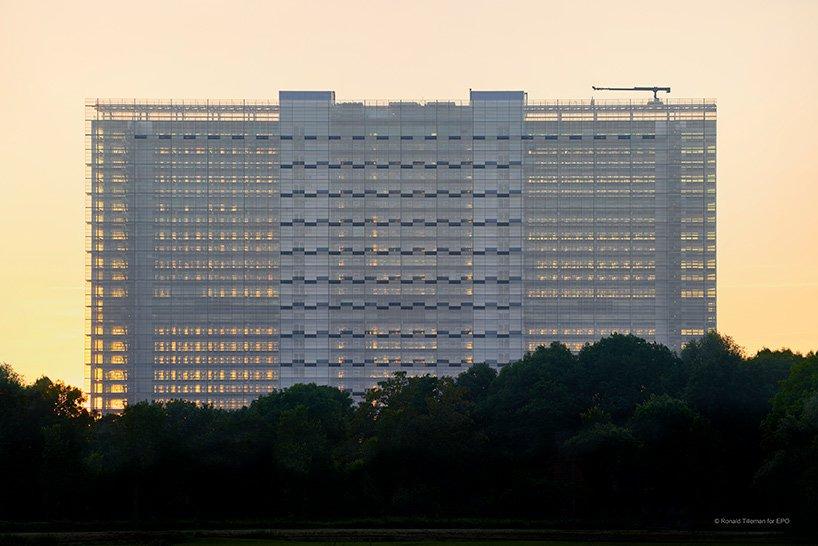 ateliers jean nouvel european patent office rijswijk netherlands designboom 07 - L'expérience de l'horizontalité vue par Jean Nouvel avec l'ouverture d'un nouveau bureau européen des brevets aux Pays-Bas