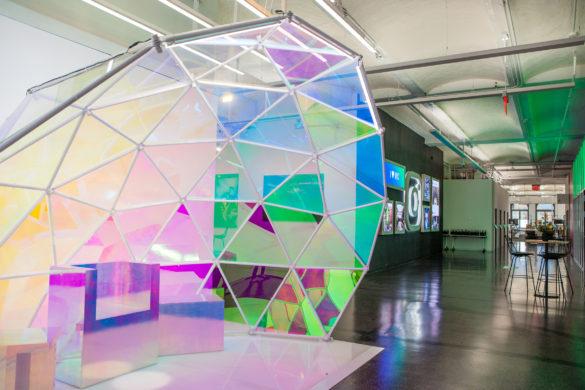 """instagram new york offices gehry partners dezeen 2 585x390 - De nouveaux locaux """"instagramables"""" pour la société éponyme signés Gehry Partners"""