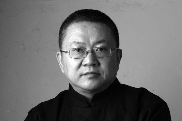 wang shu portrait zhu chenzhou 585x390 - Wang Shu, quand la tradition chinoise rencontre l'architecture contemporaine