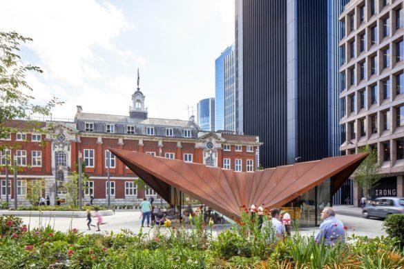 44323 preview low 2317 3 44323 sc v2com 585x390 - Un ancien rond point londonien transformé en pavillon par Make Architects