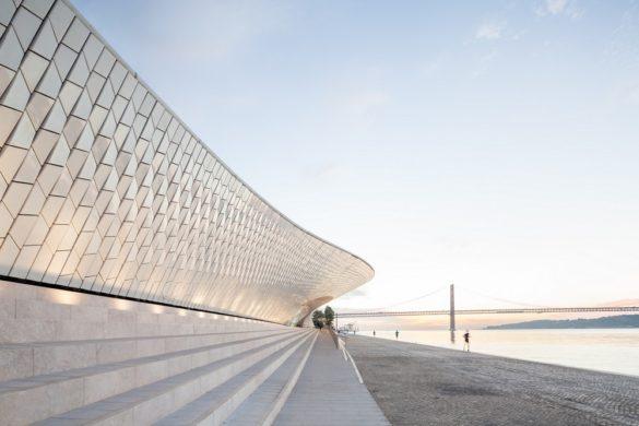 maat museum musee art architecture technologie lisbonne portugal al a amanda leveete patrimoine industriel architecture contemporaine vue 585x390 - Le MAAT de Lisbonne, une architecture au coeur du dialogue