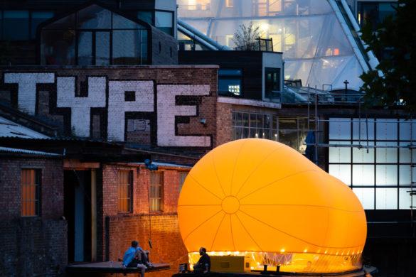 Antepavilion2 JimStephenson 11 WebRes 585x390 - Bienvenue à bord d'AirDraft, un théâtre gonflable qui sillonne les canaux londoniens !