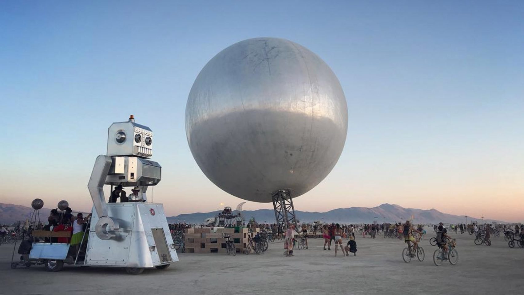 the orb bjarke ingles jakob lange burning man 2018 highlights dezeen hero a 1704x959 - Pari réussi pour BIG son ORB géant prend forme au festival Burning Man