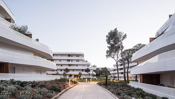 Logement La crique JB Pietri  585x333 - La Crique de Jean Baptiste Pietri : Inauguration de 145 logements à Marseille
